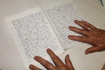 Una vecina de 85 años, de Elche de la Sierra, publica un libro sobre la vida de sus padres