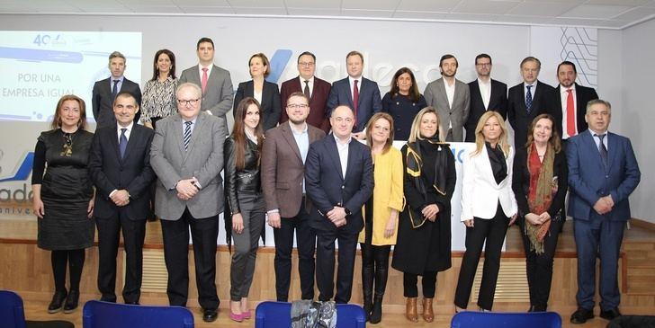 """El Ayuntamiento de Albacete colabora con los empresarios de Campollanos en implantar el distintivo """"Por una empresa igual"""""""