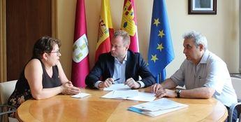 El alcalde de Albacete escucha las preocupaciones de los familiares de enfermos de Alzheimer