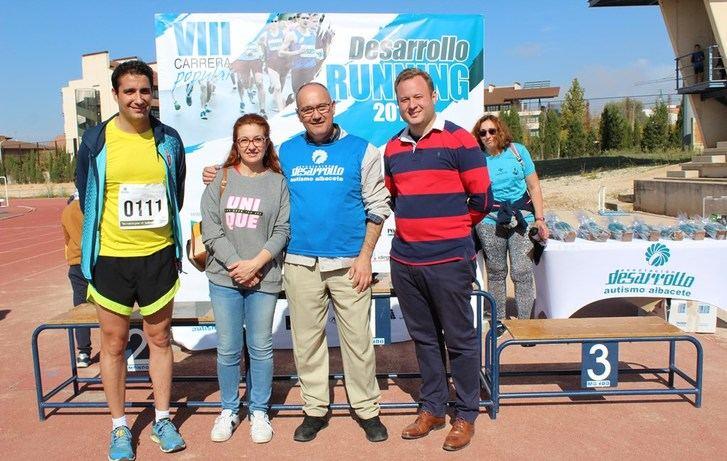 Más de 1.000 personas en Albacete en la Carrera del autismo, VIII Running Desarrollo