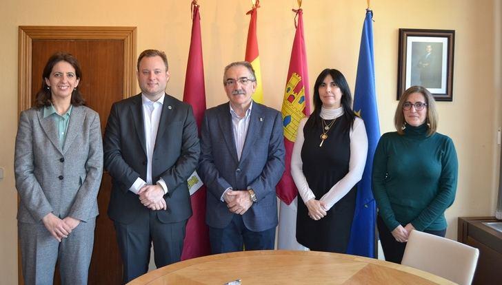 El Colegio de Economistas traslada al alcalde de Albacete sus propuestas para mejorar la ciudad y actividad económica