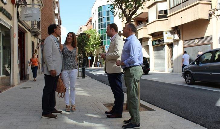 La calle Blasco Ibáñez cerrada 'por los pelos' antes de la Feria y después de más de medio año de trabajos