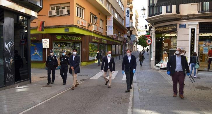 El alcalde de Albacete y su equipo de gobierno, felices con las nuevas calles peatonales