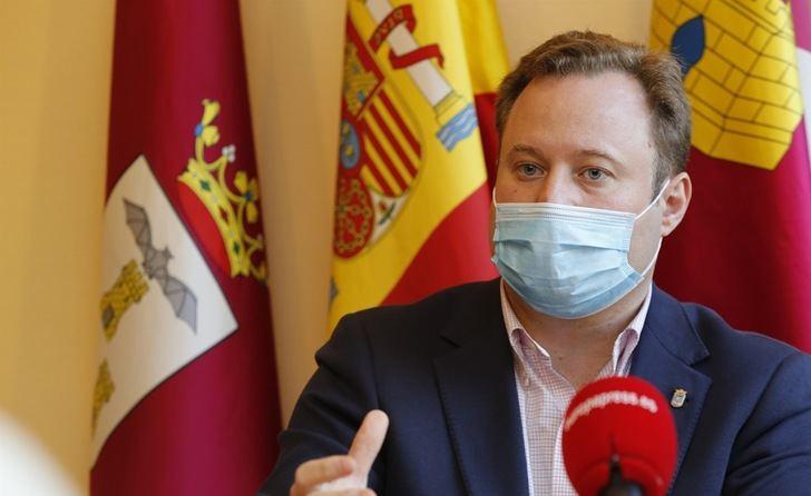 Acusan al alcalde de Albacete, Vicente Casañ, de contratar irregularmente a su propia empresa ocultando ser accionista