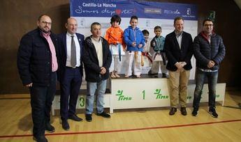 El alcalde asiste al campeonato regional de karate en edad escolar que se celebra en Albacete
