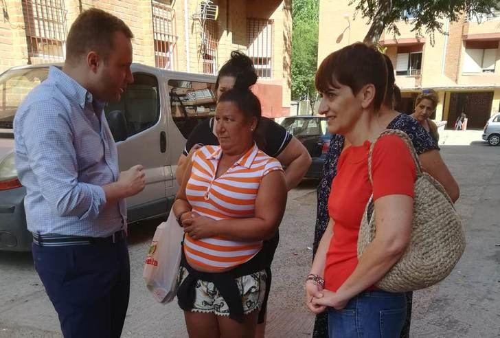 El alcalde de Albacete se interesa por los problemas de los barrios La Estrella y La Milagrosa
