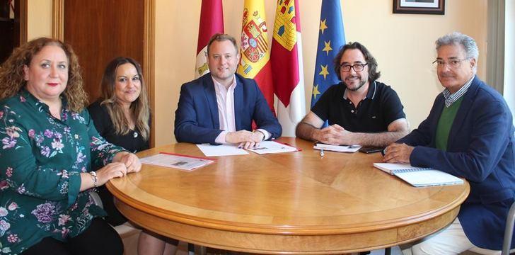 El XXXII Festival de la Rosa del Azafrán estará presente en el centro de Albacete el próximo sábado