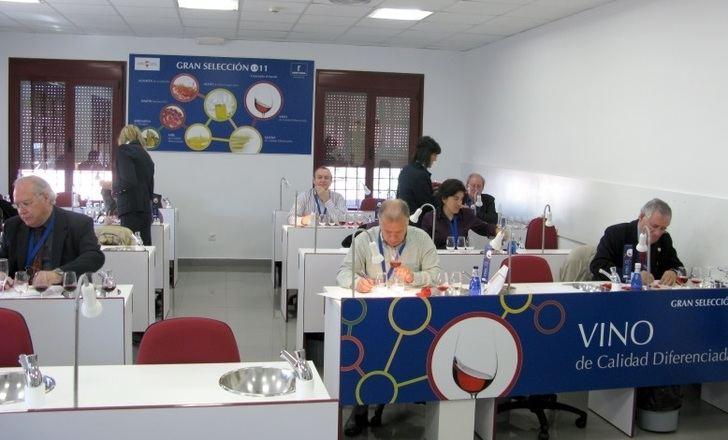 La Junta de Castilla-La Mancha continuará trabajando para garantizar la calidad de los vinos