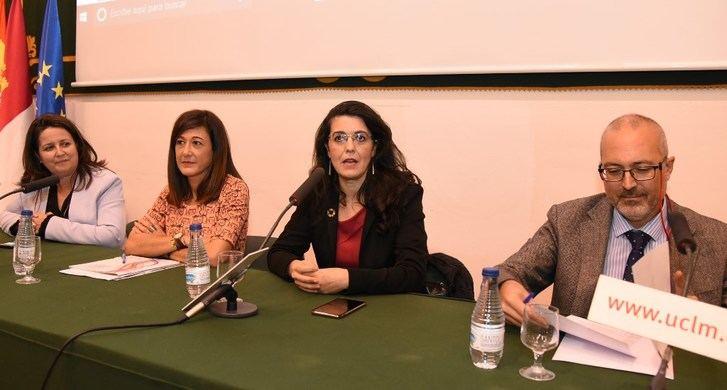 La UCLM analiza la violencia económica que se ejerce contra las mujeres