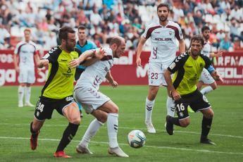 El Albacete Balompié viaja a Vallecas con dudas en la defensa pero con Zozulia