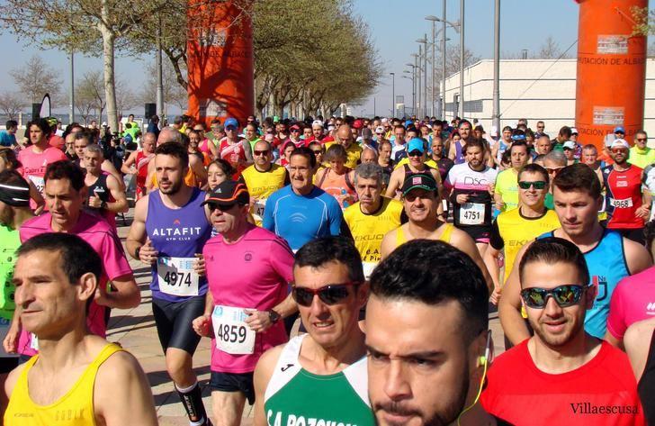 Miguel Ángel Torrecilla y María Ángeles Magán vencieron en la Media Maratón de Villarrobledo