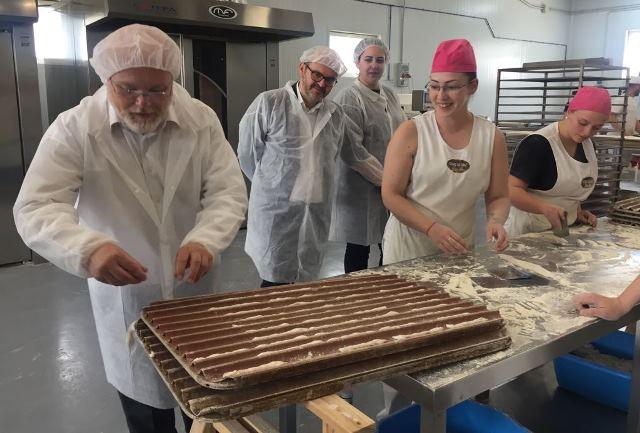 https://www.albaceteabierto.es/galerias-noticias/galerias/32511/panaderiajesuspozocaada22julio18pedroantonioruizsantos.jpg